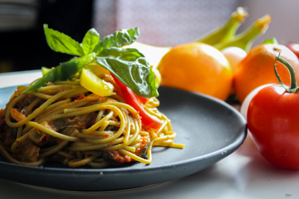spaghetti with fresh vegetables